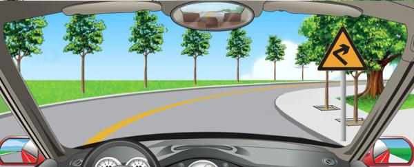在这个弯道上行驶时的最高速度不能超过多少?