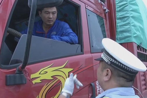 河北省公安交通理_男子假冒公安人员不知悔改又欲拿钱贿赂蒙混