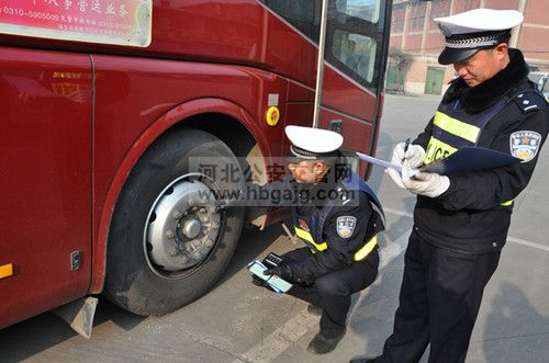 """唐山五大队交警辖区内积极开展""""春检""""工作"""