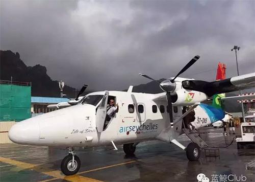 我们将乘坐双螺旋浆跳岛飞机飞往著名的普拉兰岛