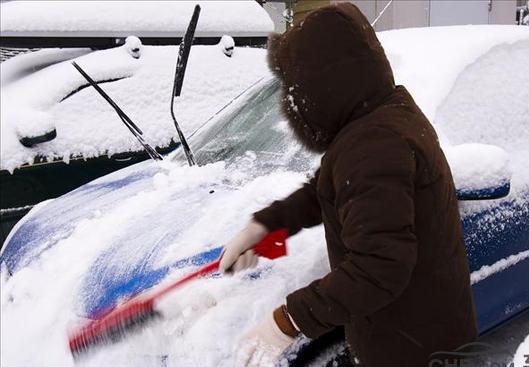 汽车挡风玻璃结冰怎么办?
