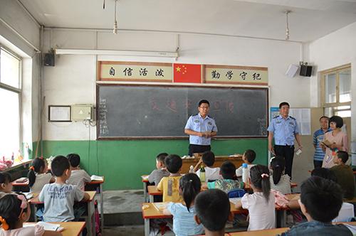 高速交警赵县大队安全宣教进村庄、学校