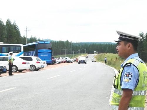 承德交警抽调26名警力支援围场坝上