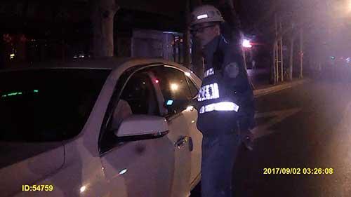"""驾驶人酒驾遇查不配合,称:""""我开的又不快"""""""