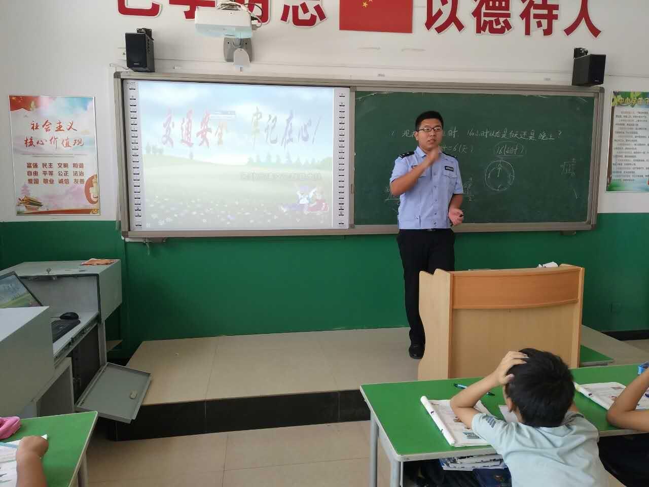 高速交警赵县大队开学交通安全第一课宣教进校园