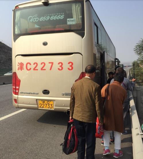 唐县大队路警合作 共同救助受困群众