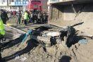 大货车侧翻 尾矿砂掩埋小轿车 轿车内的女性司机不幸身亡