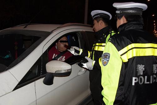 年终岁尾,全省公安交管部门加强酒驾交通违法查处