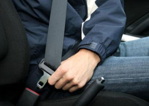 乌鲁木齐一学员在驾校练车时未系安全带 受伤自行担责三成