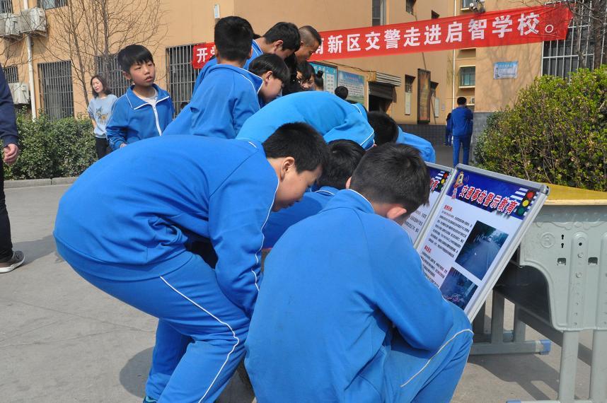 冀南新区交警联合区教育局共上校园交通安全第一课