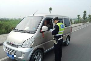 农村面包车安全隐患不容忽视 几点注意事项要记牢