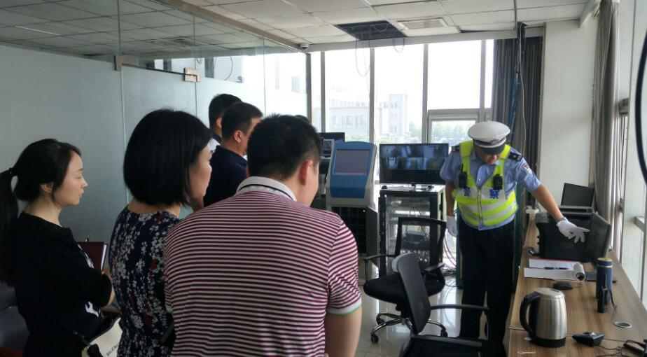 湖北省交管局一行到西柏坡大队参观学习交流