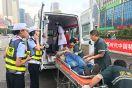七旬老人骑车摔倒   执勤民警及时救助