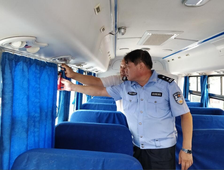 全省公安交警构筑校车交通安全防线