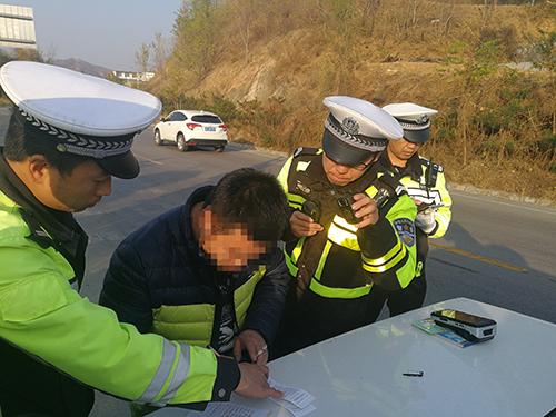 省公安厅交管局曝光一批醉驾、超员严重交通违法案例