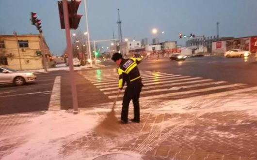 省公安厅交管局继续发布冰雪路面出行安全预警