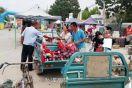 馆陶交警深入农村集市为群众讲解交通安全知识