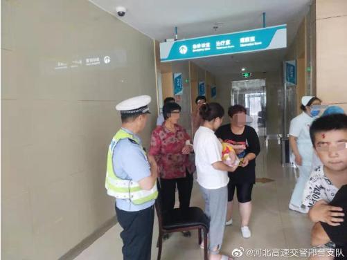婴儿被呛有窒息危险,邢台高速交警紧急带路护送