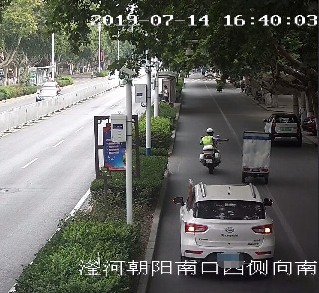 男子动脉被划破危在旦夕 交警开辟绿色通道护送救治