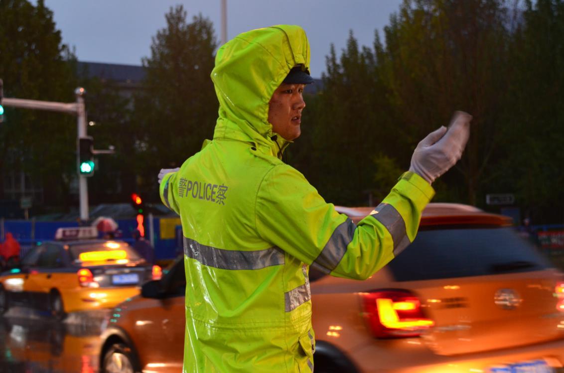 省公安厅交管局发布夏伏天气 安全行车预警提示