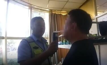 """沧州:男子无证酒驾,以为""""天赋异禀""""不料交警查处"""