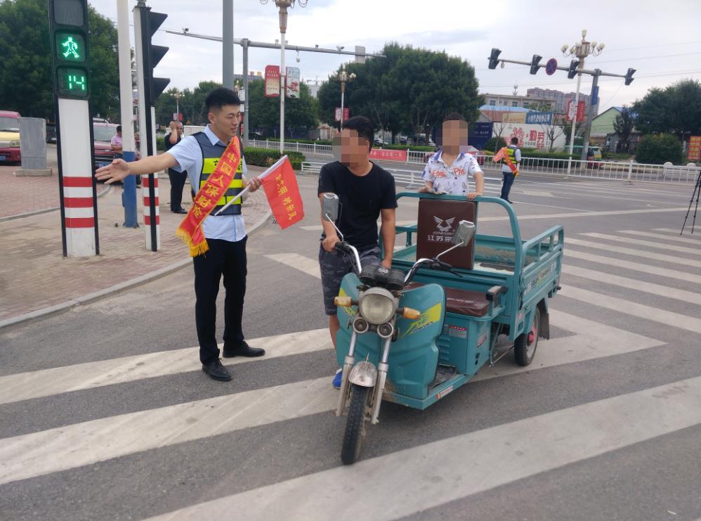 """廊坊:永清  """"警保合作""""联合开展文明交通劝导活动"""