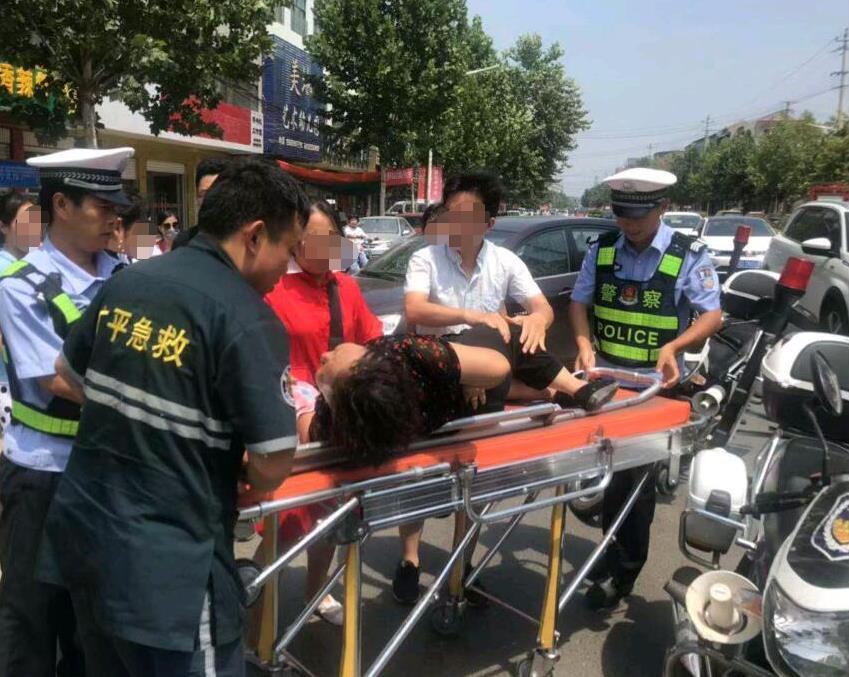 邯郸:广平交警巡逻途中救助受伤老人显真情