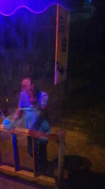 廊坊:大货车司机酒驾被查 同车人阻挠交警执法