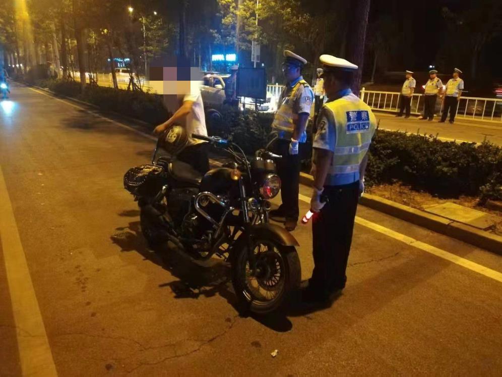 """廊坊交警 """"出重拳""""治理摩托车交通违法行为"""