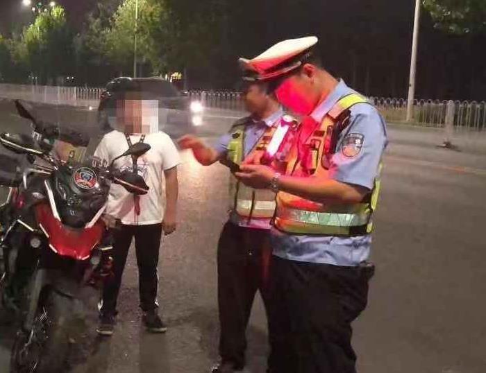沧州交警强力整治飙车违法行为