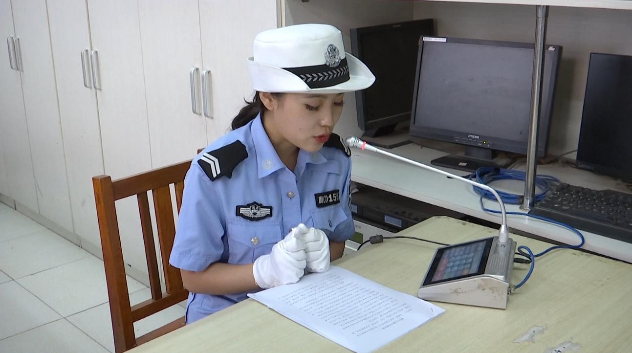 廊坊:大城交警进校园   为高三学生上交通安全课