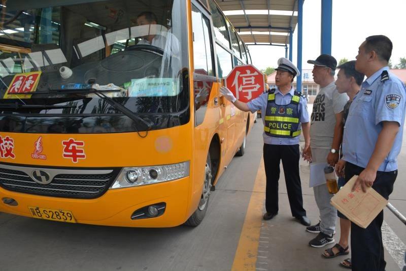 中国体彩网手机版公安交管部门加大秋季校车和接送学生车辆交通安全管理工作