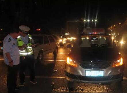 沧州一电动车被出租车撞飞,电动车被判全责!