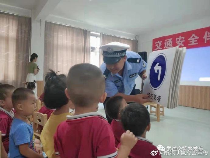 衡水:他们既是交警也是老师……