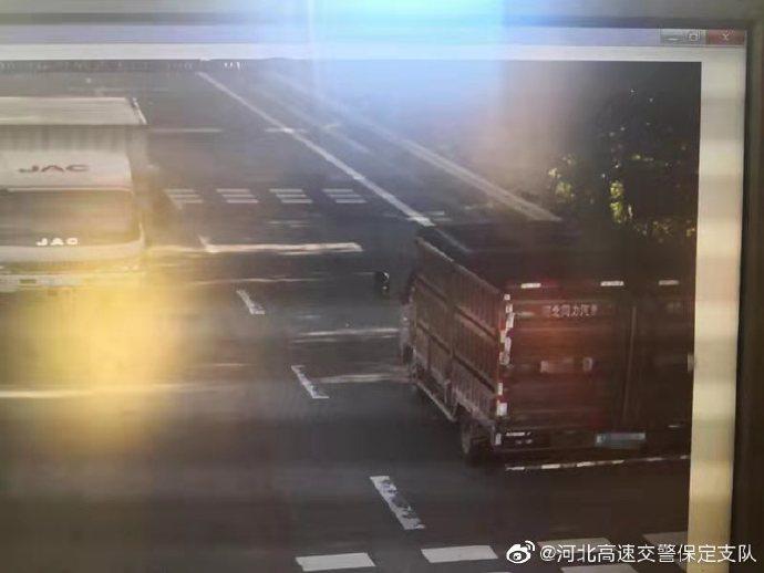 走错道口 胆大司机高速逆行