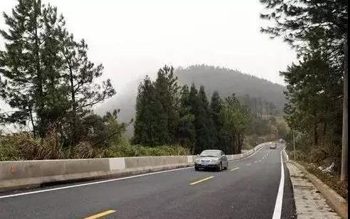警惕!告诉开车的朋友,高速公路上那几个地方最危险