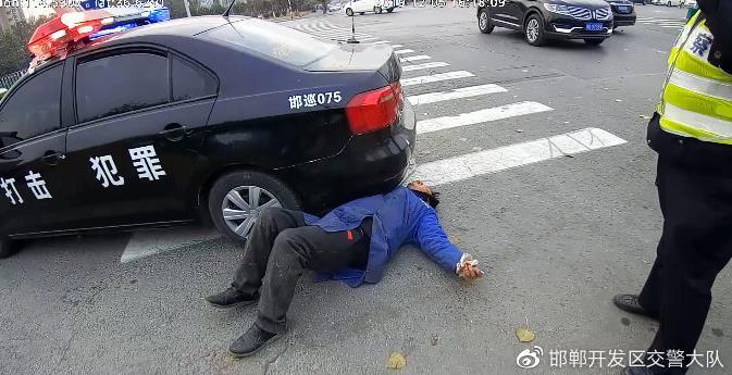 """超高三轮车为逃避处罚  假拆""""心净病"""""""