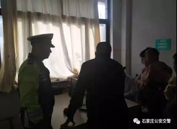 石家庄:儿童不慎烫伤 交警紧急护送