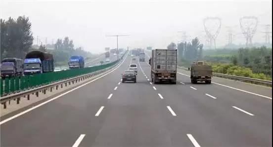 警惕!告诉开车的朋友,高速公路上这几个地方最危险
