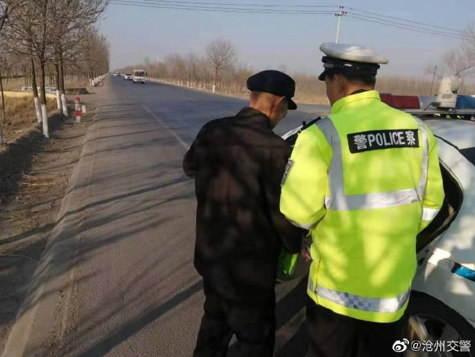 沧州:救助智障老人 新区交警受赞扬