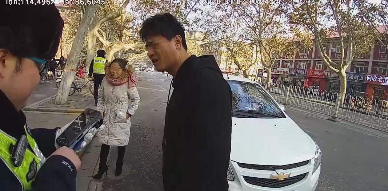 """邯郸:无证上路被查  先称""""没带证""""后说""""不懂法"""""""