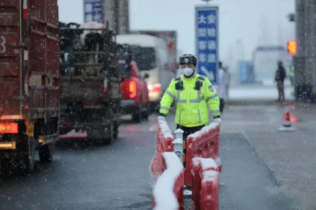 河北高速交警全力保障高速公路安全畅通
