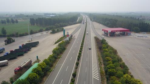 青银高速河北段二十天 查处货车占道13000多起