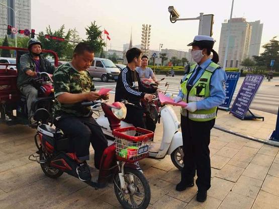 """""""一盔一带""""武安公安交通警察大队 全方位、多角度开展宣传活动"""