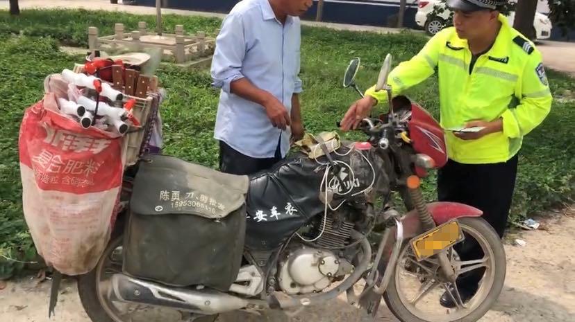 """邱县交巡警查获非法改装车 变了""""样""""的摩托被处罚"""