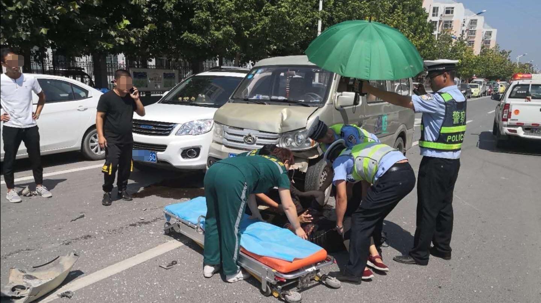 馆陶交警救助受伤老人