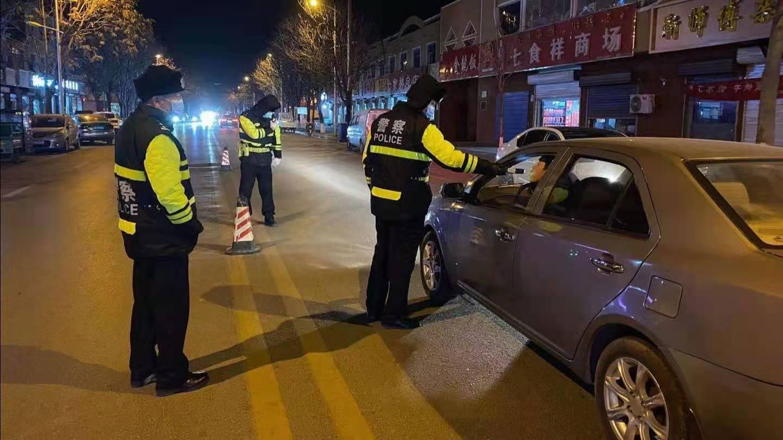 馆陶交警开展夜查酒驾统一行动全力筑牢交通安全防线