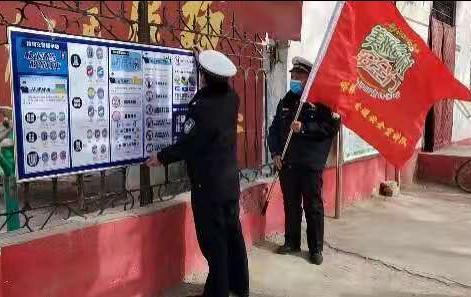馆陶县交巡警大队利用橱窗开展道路交通安全宣传
